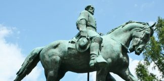 Photo of a Robert E. Lee monument