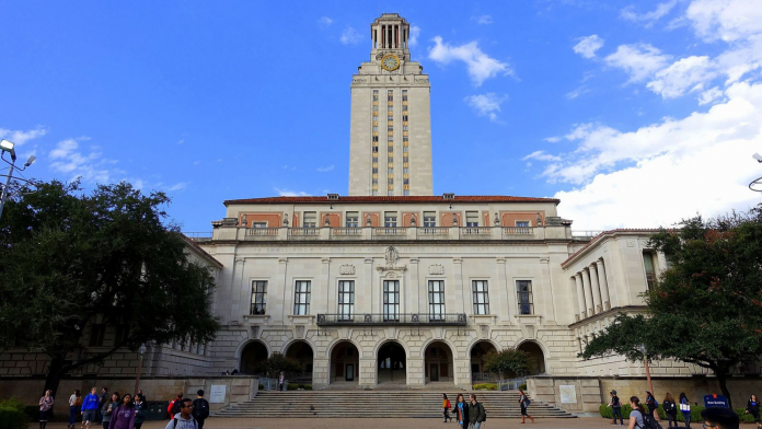 Photo of the Main Building at the University of Texas at Austin