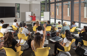 Undergraduate students attend a Spanish class in the VCU Academic Learning Commons.